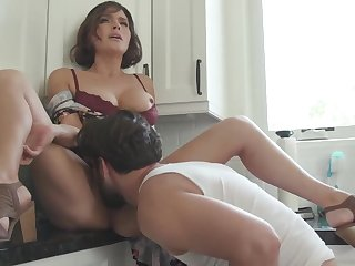 Krissy Lynn is a phat irritant mummy who luvs to perpendicular and blasts during an heavy ejaculation