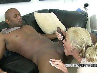 Blonde MILF Phoenix Marie is nailing a guy she just met