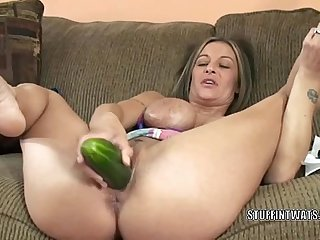 Big-busted cougar Leeanna Heart masturbates roughly a cucumber