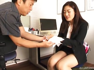 Surprising girl Kawana Aki doesn't need more than his seized shaft