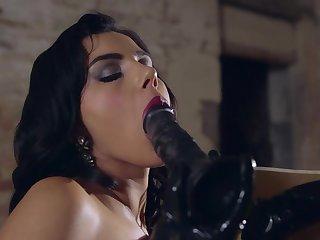 Sensual woman handles a gargantuan toy give a fantasizer solely play
