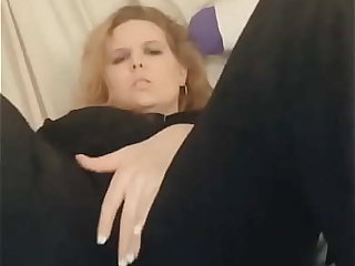Fingering myself with an increment of cumming