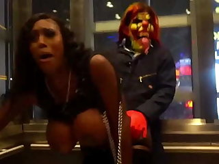 Michael Myers gives milf successfully clown load of shit on Vegas strip
