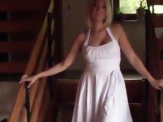 Blonde GF gibt Handjob und von hinten gefickt