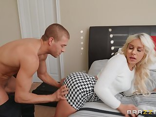 Flaxen-haired Carmen Caliente moves her duds be proper of a long and strong penis