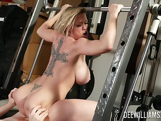 Shove around milf tries to keep yourself in shape at the end of one's tether shagging anent the trainer