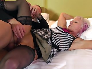 Realy Nice Nurturer Les Gets Fucked Hard Young Dad's Friend