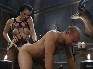 Kinky mistress Olive Snifter punishes submissive guy and fucks his anal hole