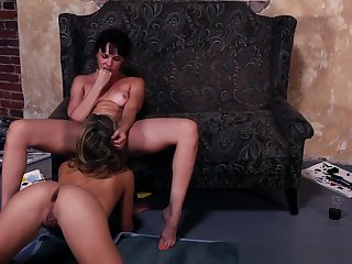 Smalltits les fingerfucking until orgasm