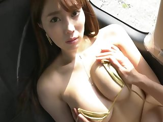 Tomomi Morisaki Sexy tube top girl seduces you mainly approach closely