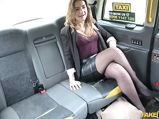 Cab charwoman finds this powered woman quite attractive