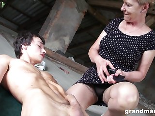 Old woman roughly high sex drive Marta fucks one young challenge in pen up